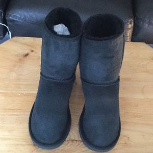 Women's shoes ugg short boots size 8 suede